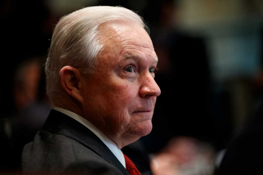 Procurorul General, Jeff Sessions, a fost înlocuit cu şeful său de cabinet