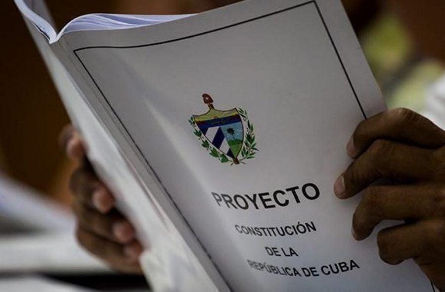 Cuba renunță să înscrie în noua Constituție căsătoria între persoane de același sex