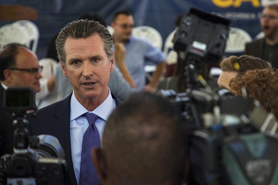 Guvernatorul Californiei va retrage Garda Naţională de la frontiera cu Mexicul