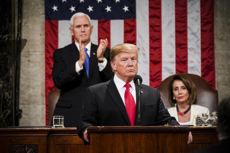 """Donald Trump afirmă în faţa Congresului că zidul """"va fi construit"""""""