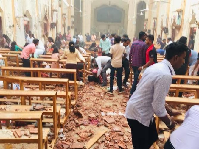 Sute de victime după atentate în serie în mai multe biserici și hoteluri din Sri Lanka chiar în timpul slujbelor de Paște