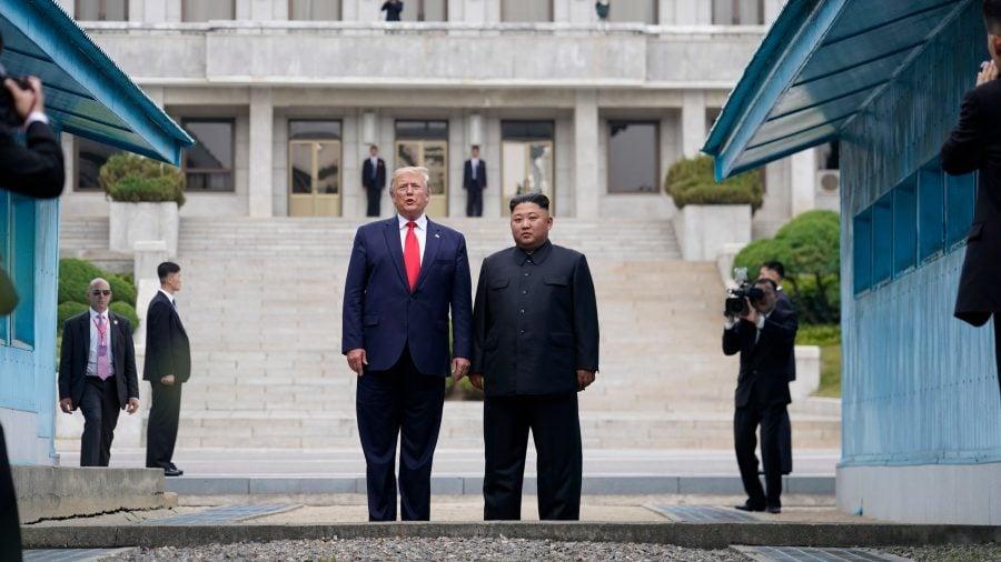 Trump, primul preşedinte american care a mers pe teritoriul Coreei de Nord (video)
