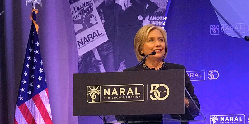 Hillary Clinton demonstrează că destituirea lui Trump va proteja avortul
