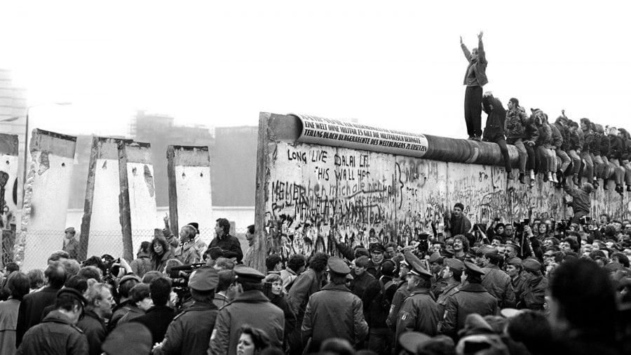 La 30 de ani de la căderea Zidului Berlinului, americanii nu înțeleg pericolele comunismului