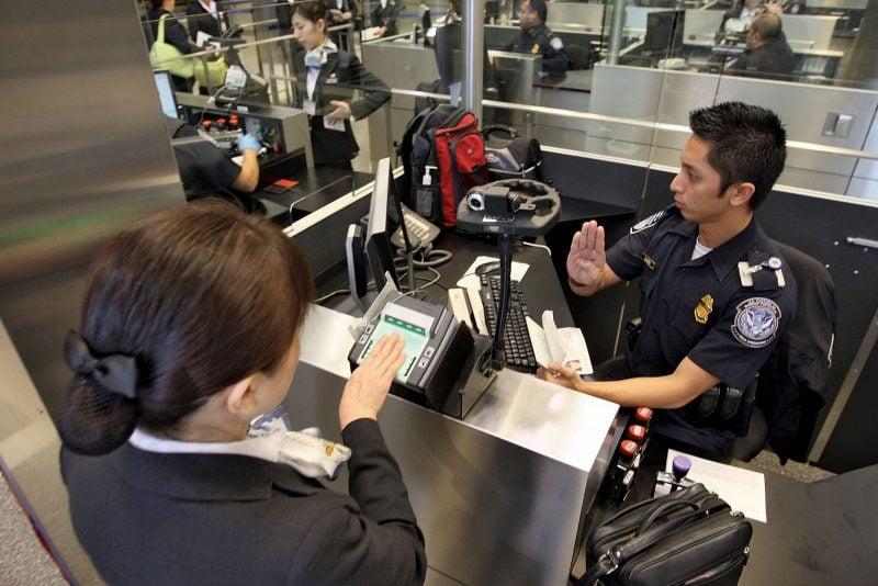 """SUA suspendă intrarea cetăţenilor chinezi care prezintă un """"risc"""" pentru securitate"""