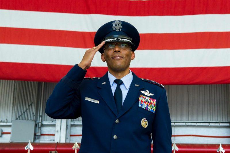Sentatul SUA a confirmat numirea primului General de culoare la conducerea Statului Major al Forţelor Aeriene