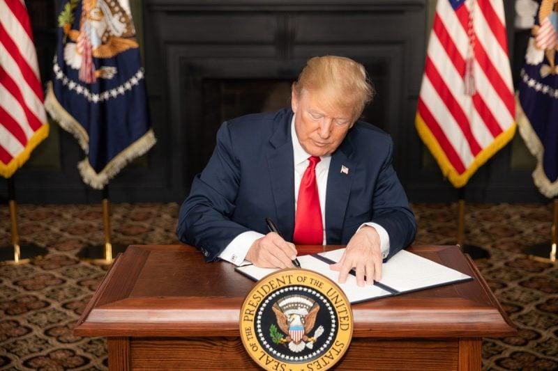 Trump aprobă planul de relansare economică de 2,3 trilioane de dolari și anunță mai multe fonduri