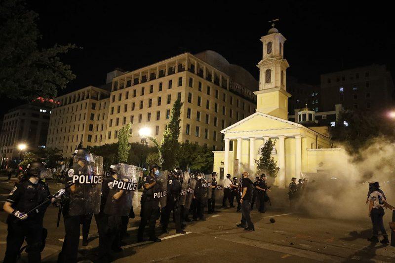 Opinie: Anarhie în SUA – Creștinismul, principala țintă