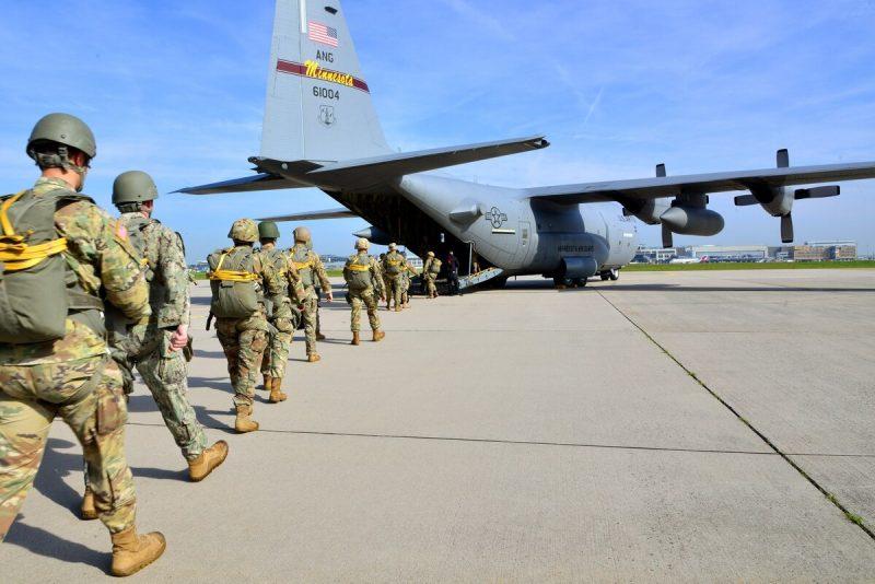 Statele Unite anunță retragerea a 11.900 de militari din Germania