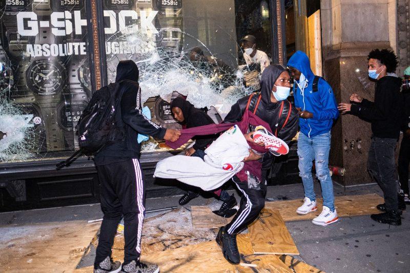 Democrații spun că Trump este responsabil pentru violența din orașele conduse de Democrați