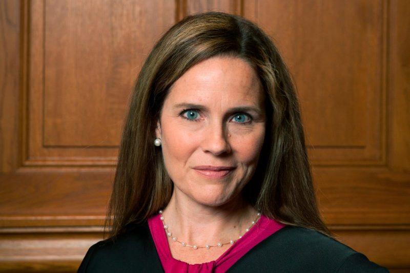 Surse: Trump o nominalizează pe conservatoarea Amy Coney Barrett ca judecător la Curtea Supremă SUA