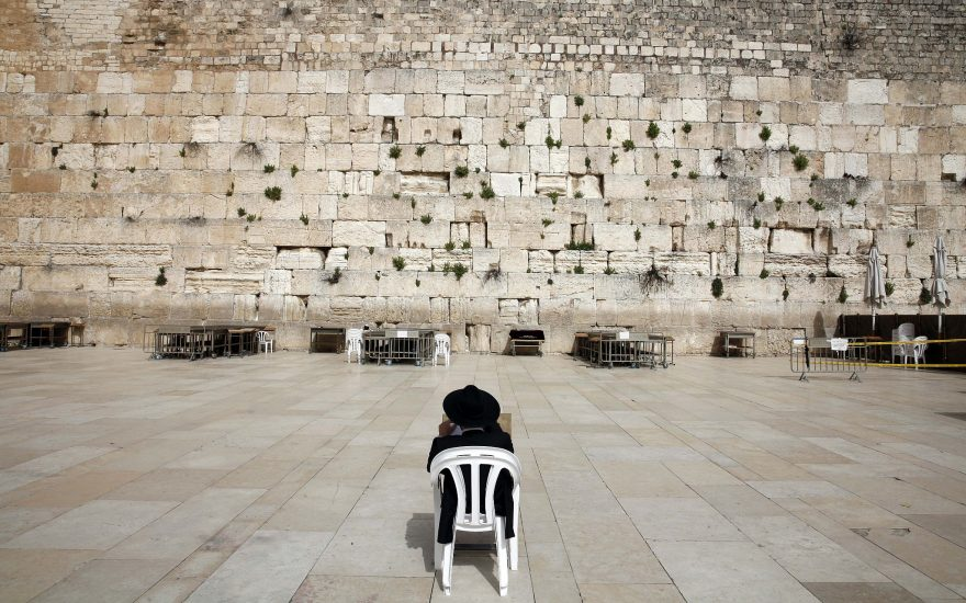 Israelul reinstituie măsurile de izolare din cauza creşterii semnificative a cazurilor de COVID-19