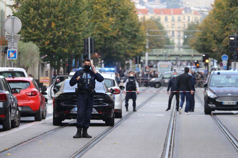 Franța: Trei morţi, printre care o femeie decapitată, într-un atac terorist la o biserică din Nisa