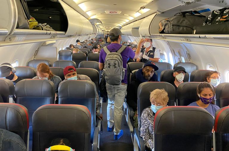 Studiu: Riscul expunerii la coronavirus în avioane este foarte scăzut