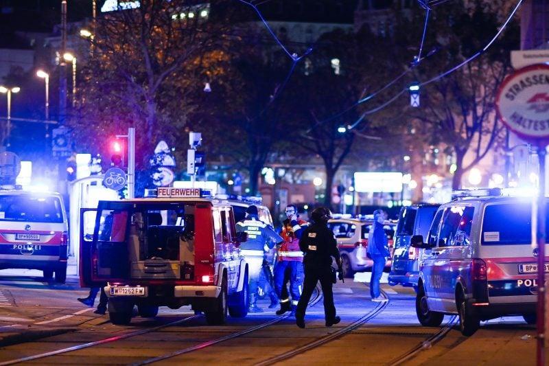 Breaking: Atac terorist soldat cu victime în Viena