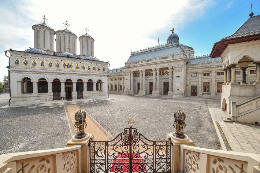 Patriarhia română respinge recomandarea Comisiei Europene privind slujbele de Crăciun doar online