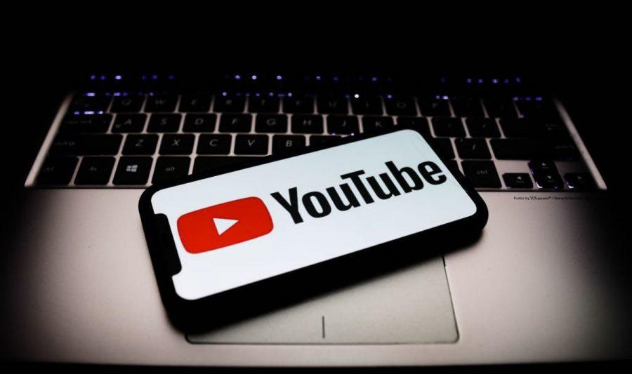 Avocat româno-american avertizează asupra dictaturii comuniste a platformei YouTube