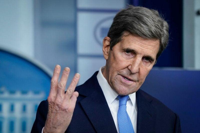 """John Kerry: Muncitorii din industria gazelor naturale care își pierd locul de muncă pot face """"panouri solare"""""""