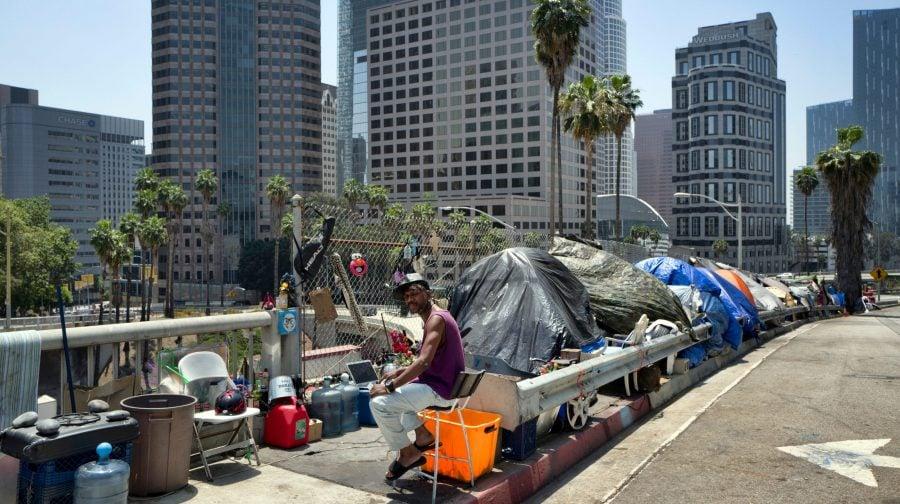 Opinie: California moare și ne trage și pe noi după ea