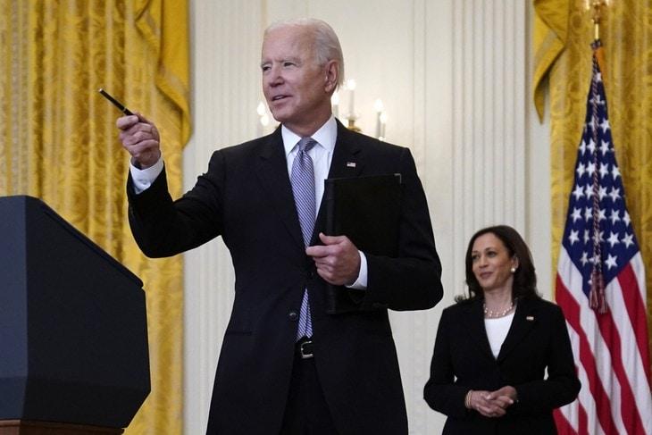De ce ar mai avea cineva încredere în președintele Biden după asta?