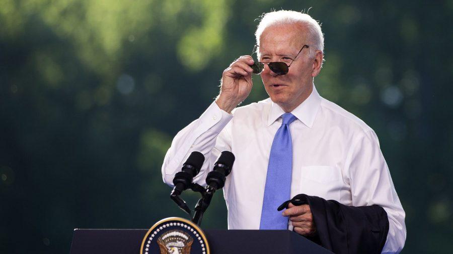 În recenta sa călătorie în Europa, Biden a început să piardă adulația reporterilor însoțitori