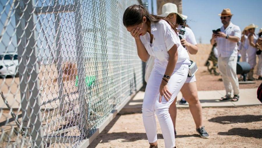 SATIRĂ: Congresul Democrat votează pentru a trimite mai multe lacrimi false la granița cu Mexicul