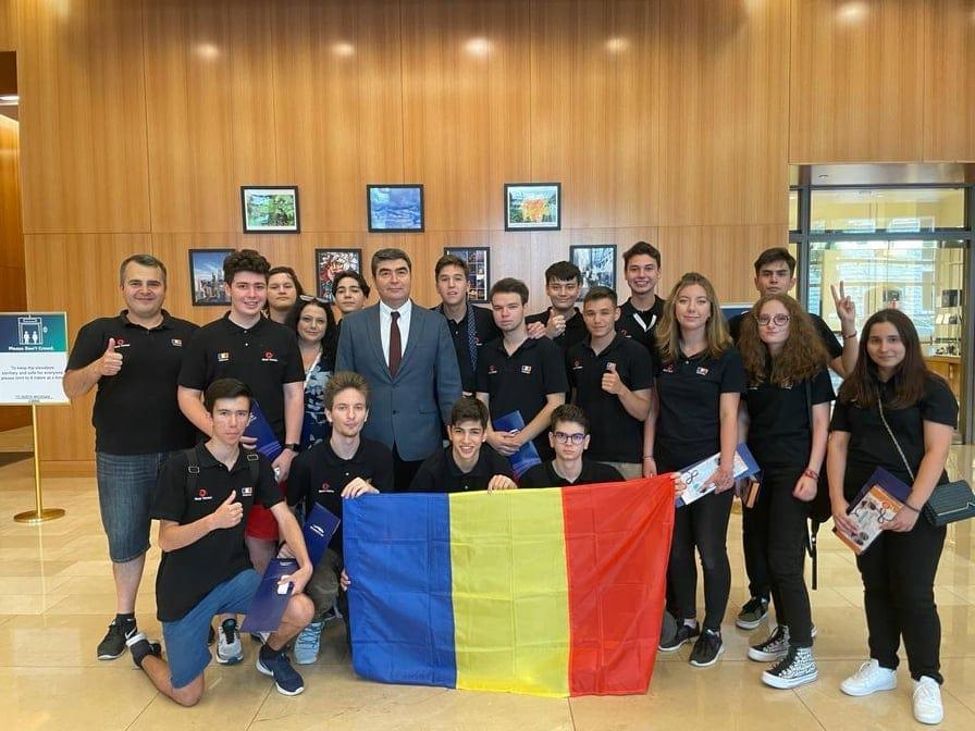 Echipa de Robotică a României a obţinut locul 1, cu un nou record mondial, la Campionatul Internaţional de la Chicago
