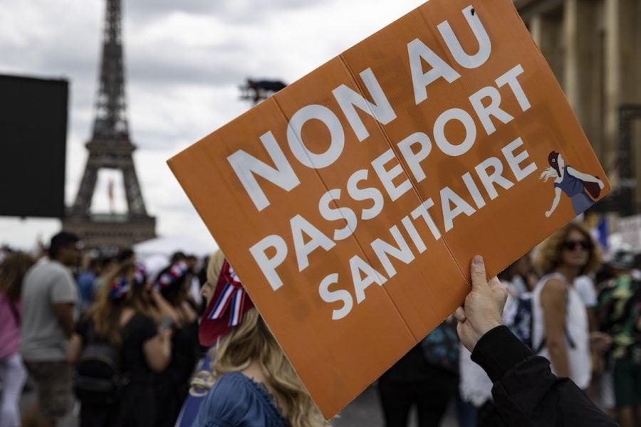 Proteste globale împotriva pașapoartelor de vaccinare și lockdown-urilor în Europa, Australia