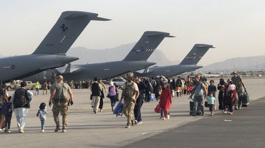 Administrația Biden le cere americanilor blocați în Afganistan să-și plătească zborul spre casă