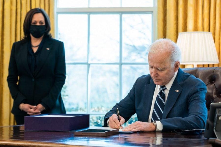 20 de state dau în judecată administrația Biden pentru impunerea identității de gen în America