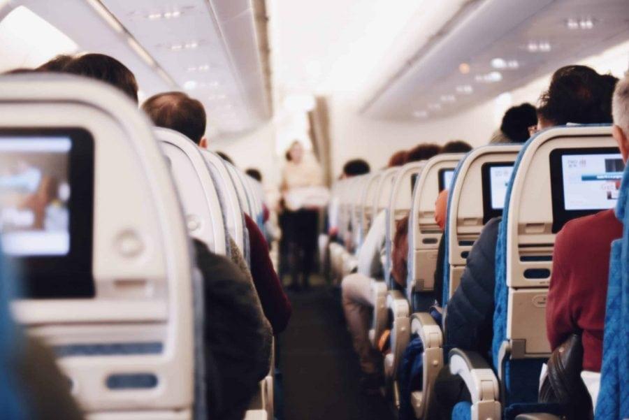 10 lucruri pe care le poți lua din avion și 6 lucruri pe care nu le poți lua