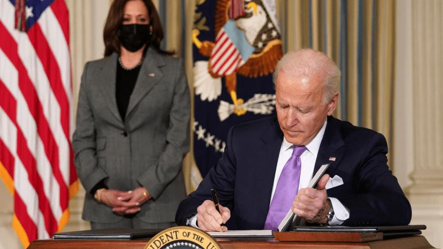 Într-o manieră fascistă, Administrația Biden ordonă vaccinarea obligatorie pentru companiile private