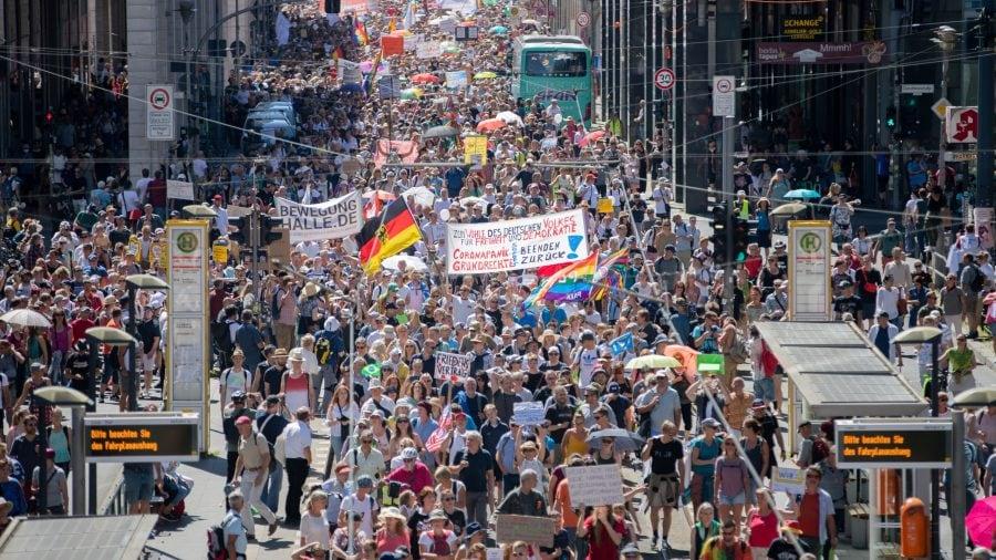 Proteste COVID pe tot globul. Unde este mass-media?