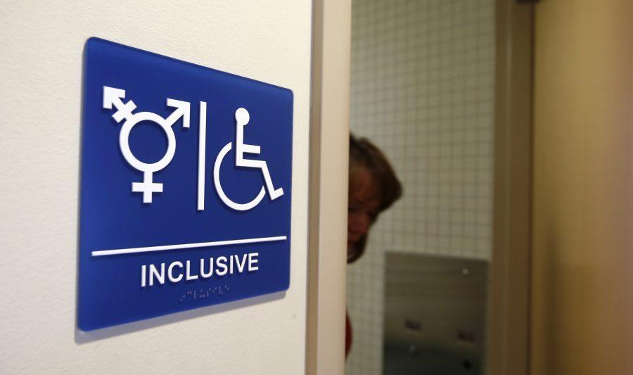 Democrații care promovează ideologia transgender sunt direct responsabili pentru agresiunile sexuale din toaletele școlare