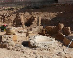 Vista de les restes de la font monumental. Fotografia: Maite Miró