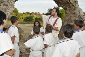 """Sequència de l'activitat """"Caius i Faustina us conviden a la seva vil·la"""". MNAT."""