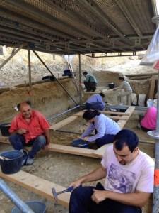 Excavacions del mes d'octubre a la Boella. Fotografia: Palmira Saladié/IPHES