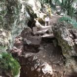 Vista de la Cova Mollet III (Serinyà, Pla de l'Estany)