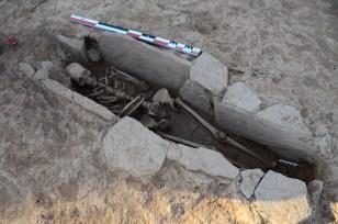 Enterrament en caixa de lloses identificat a la necròpolis