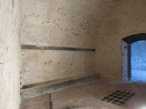 6. Vista de les latrines de les casernes del castell.