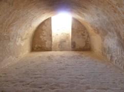 8. Detall del paviment de llambordes d'un dels calabossos del castell