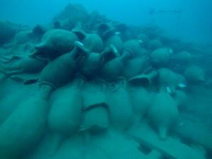 4. Vista de les àmfores del jaciment de Bou Ferrer. Fotografia: José Antonio Moya. Universitat d'Alacant