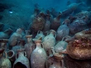 13. Vista d'àmfores del derelicte d'Illes Formigues. Fotografia: CASC
