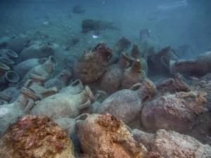 16. Vista d'àmfores del derelicte d'Illes Formigues. Fotografia: CASC