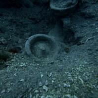 10. Àmfora amb tapa trobada al derelicte trobat a Illes Formigues. Fotografia: CASC