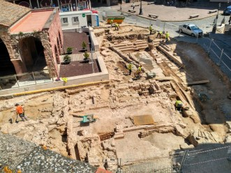 2. Excavació de 2017. Vista de la plaça del Lleó de Caldes de Montbui. Fotografia: Pere Lluís Artigues