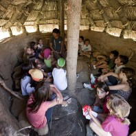 7. Activitats pedagògiques i de difusió al jaciment de la Draga. Fotografia: Antoni Palomo, equip Draga