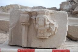 5. Element esculpit recuperat durant les excavacions realitzades al castell de Segur. Fotografia: Eduard Píriz