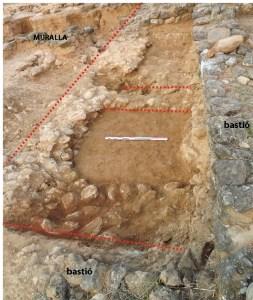 4. Primeres restes murals del nou assentament per sota de l'entrada sud i bastió