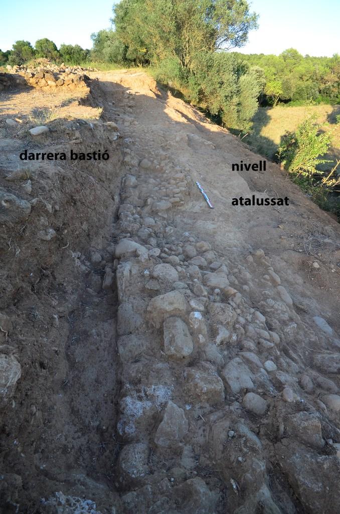 5. Part del darrera del bastió amb gran estructura mural defensiva del nou assentament